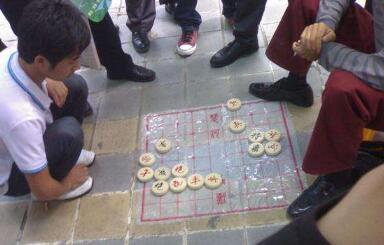 偏门赚钱路子:街头象棋死棋不违法一天挣一万块